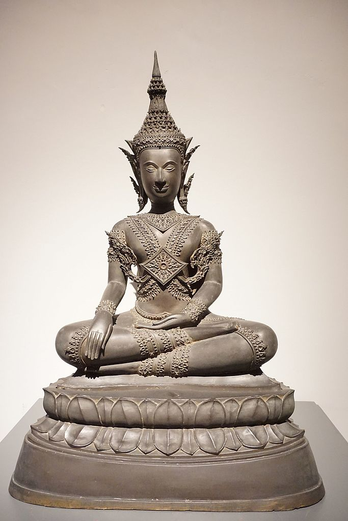 094_Crowned_Buddha,_18c,_Ayutthaya_(35122830711)